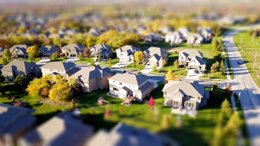 When to Worry About the New Neighbor